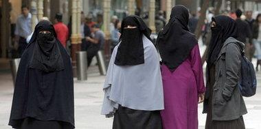 مسلمات يرتدين البرقة في الغرب، الصورة د.ب.ا