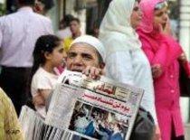 بائع جرائد مصري. الصورة: أ ب