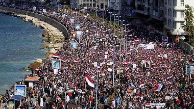 المظاهرة الحاشدة التي شهدتها مدينة الاسكندرية. الصورة د ب أ