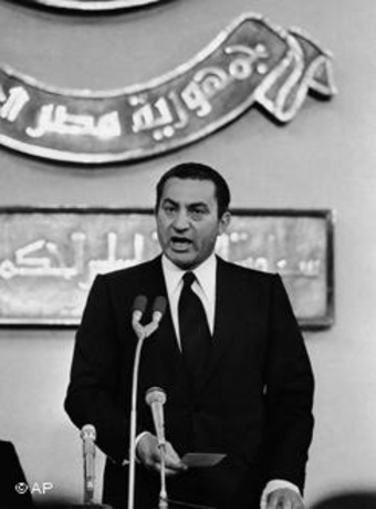 مبارك يحلف اليمين الدستوري كرئيس لجمهورية مصر العربية،الصورة: أ ب