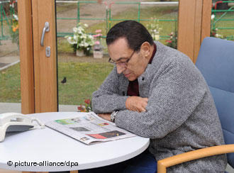 مبارك أثناء فترة نقاهة في هايدلبرج الألمانية في2010. الصورة : د ب أ