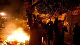 متظاهرون شباب بباب الواد. الصورة: dpa