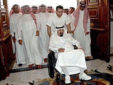 العاهل السعودي بعد عودته من رحلة العلاج، الصورة د.ب.ا