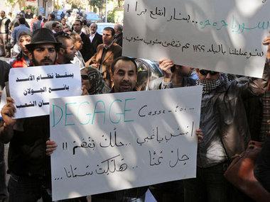 ، متظاهرون سوريون أمام سفارة بلادهم في القاهرة، الصورة ا.ب
