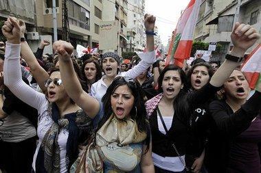 محتجات لبنانيات، الصورة د ب ا