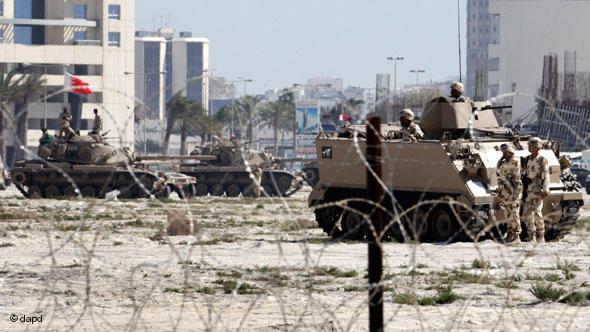 Tanks in Manama, Bahrain (photo: dapd)