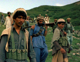 Afghanische Mujahidin an der pakistanischen Grenze, 1985; Foto: Wikipedia