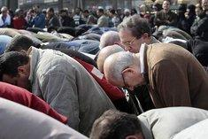 Nobel Peace Prize laureate ElBaradei during a Friday prayer on Tahrir Square in Cairo (photo: AP)