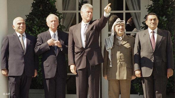 From left are King Hussein of Jordan, Israeli Prime Minister Yitzhak Rabin, the president, PLO leader Yasser Arafat, and Egyptian President Hosni Mubarak. (AP Photo/Wilfredo Lee)