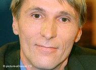 هوبرتوس كنابه، رئيس مركز هوهنشونهاوزن التذكاري لاستخبارات أمن الدولة في ألمانيا الشرقية سابقاً (شتازي).