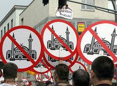 Demonstration against the construction of Cologne's new central mosque organised by Pro Köln supporters (photo: AP)