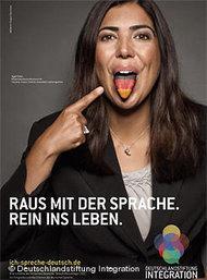 Plakatmotiv der Kampagne Raus mit der Sprache, rein ins Leben