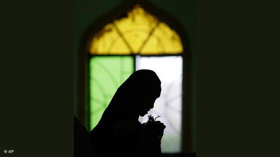 Betende Muslima während des Fastenmonats Ramadan auf den Philippinen; Foto: AP