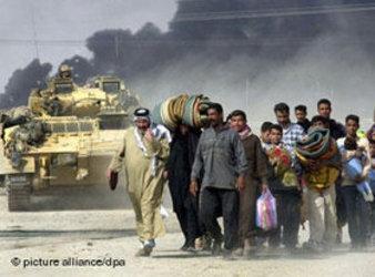 دبابات بريطانية في البصرة 2003