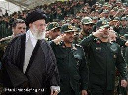 Iran's Khamenei and army officers in 2009 (photo: farsi.iranbriefing.net)