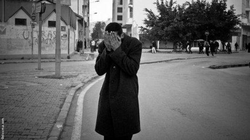 شاب تونسي إبان الاثورة التقطته عدسة حربي، الصورة سليم حربي