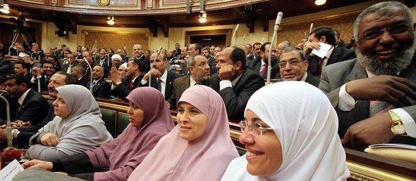 نائبات من الاخوان المسلمين في مجلس الشعب