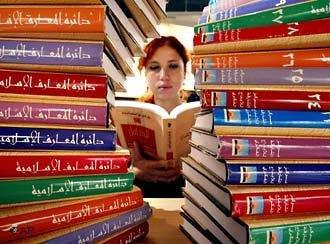 يضطلع الفنَّانون والمبدعون العرب بدور مهم في الثورات التي يشهدها العالم العربي