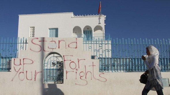 Stand up for your Right-Graffiti an einer Wand in Sidi Bouzid; Foto: AP/dapd
