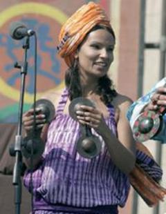"""مغنية الفيوجن المغربية """"أم""""، الصورة ايفو ميوزيك"""