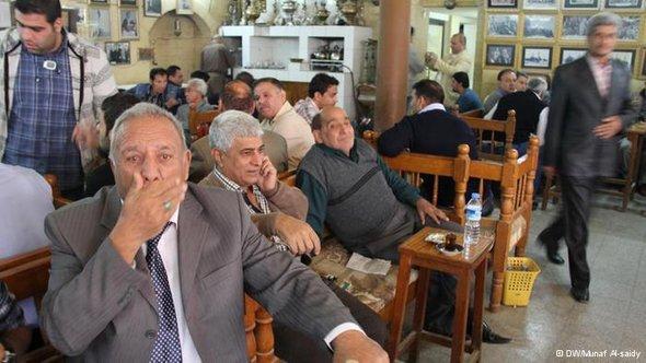 المواطن العراقي في حيرة وترقب للمستقبل ، الصورة مناف الساعدي
