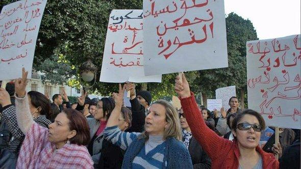 Women protesting for equal rights in Tunis (photo: DW/Sarah Mersch)
