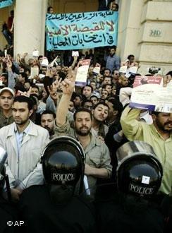 الصراع بين النخبة الحاكمة والإخوان المسلمين في مصر من 1954 لـ 2012