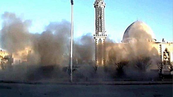 Angriff der Assad-Truppen auf den Stadtteil Bab Amr in Homs; Foto: EPA