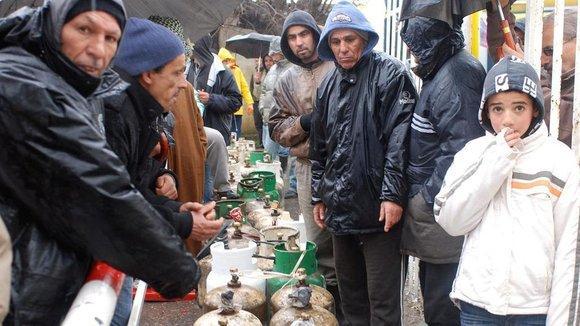 Engpässe bei der Versorgung der Bevölkerung mit Gas und Wasser in der Hauptstadt Algier; Foto: Islam Chanaa
