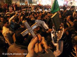 Copts and Christians demonstrating for tolerance in Cairo, Egypt (photo: picture-alliance/dpa)