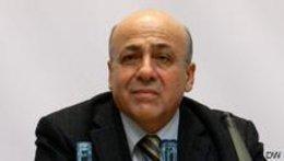 الصورة دويتشه فيله المؤرخ اللبناني الدكتور عبد الرؤوف سنو