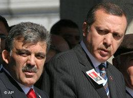 Turkish Prime Minister Recep Tayyip Erdogan (right) and his deputy and Foreign Minister Abdullah Gül (left) (photo: AP Photo/Burhan Ozbilici)