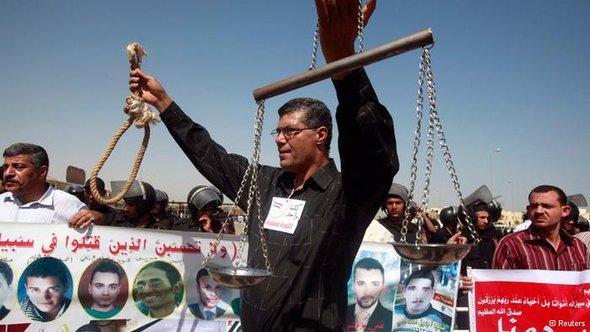 خيبة أمل ودعوات للنزول إلى الشارع بعد صدور الحكم على مبارك وأعوانه