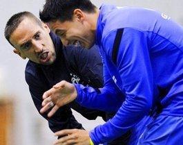 Frankreichs Fußballprofis Ribéry (l.) und Nasri beim Training; Foto: dpa