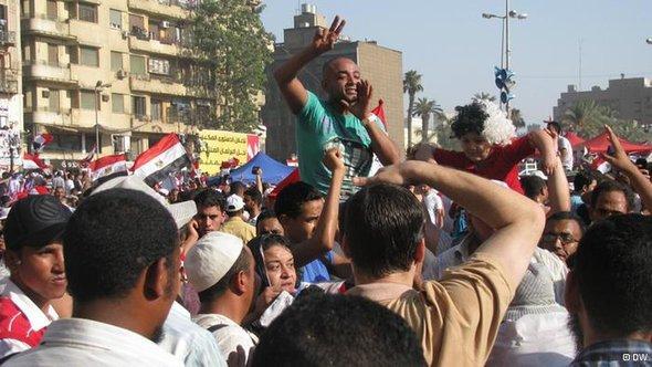 احتفالات في ميدان التحرير بفوز مرسي لكن الاعتصام باق حتى تحقيق بقية الأهداف