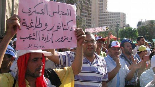قطاعات واسعة من القوى الثورية اليسارية والليبرالية وقفت في صف مرسي في الجولة الثانية من الانتخابات من أجل تحجيم فرص شفيق الذي كان فوزه سيعني إعادة نظام مبارك وفلوله إلى الواجهة