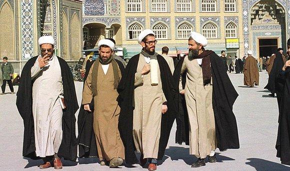 Iranische Geistliche in Ghom; Foto picture-alliance/dpa