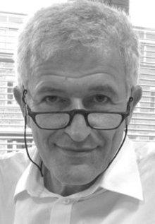 يشغل رولف شيدر منصب أستاذ للاهوت والتربية الدينية في جامعة هومبلودت ببرلين.