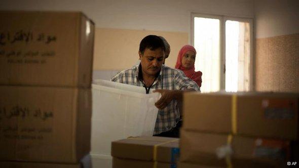 بدء التصويت في أول انتخابات ليبية حرة وسط مخاوف