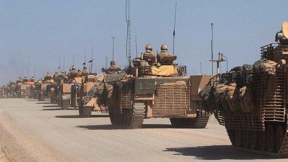 Britische Panzer bei Helmand; Foto: dpa/picture-alliance