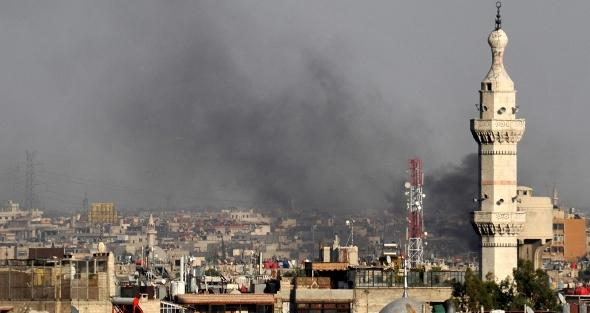 Columns of smoke rise above Damascus after the bomb attack on 18 July 2012 (photo: dapd)