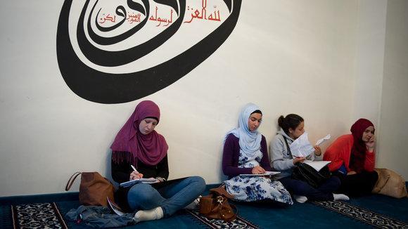 Muslimsiche Besucherinnen der Berliner Sehitlik-Moschee ; Foto: dpa
