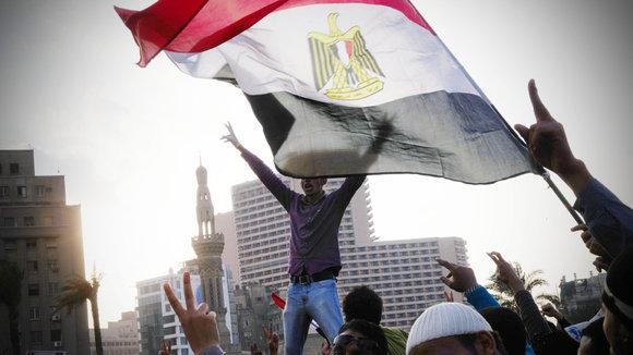 Demonstranten gegen das Mubarak-Regime auf dem Tahrir-Platz in Kairo; Foto: dpa