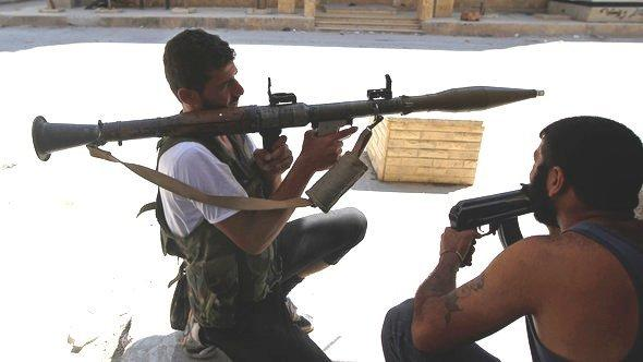 Free Syrian Army soldiers with an RPG in the Syrian city of Aleppo (photo: Reuters)