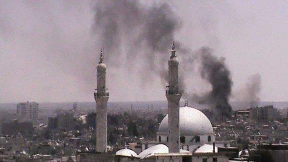 Pillars of smoke rise above the Syrian city of Homs (photo: Reuters)