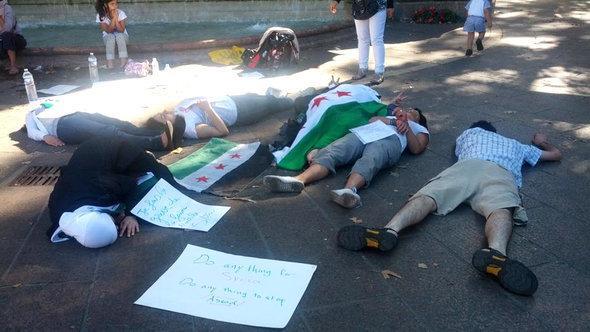 محتجون سوريون في باريس الصورة خاص