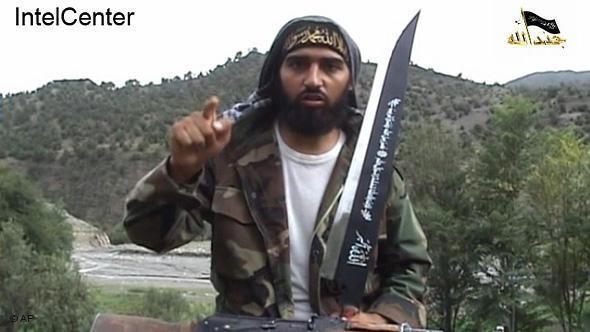 """مقطع من فيلم فيديو لجماعة """"جند الله"""" يظهر فيه الجهادي الألماني أبو عسكر محاربًا ضمن صفوف تنظيم """"الحركة الإسلامية في أوزباكستان"""". أ ب"""