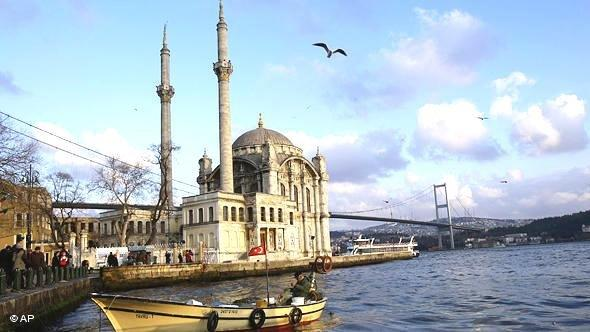 The Ortaköy Mosque, officially the Büyük Mecidiye Camii (Grand Imperial Mosque of Sultan Abdülmecid) in Beşiktaş, Istanbul, Turkey, and the Bosporus bridge in the background (photo: AP)