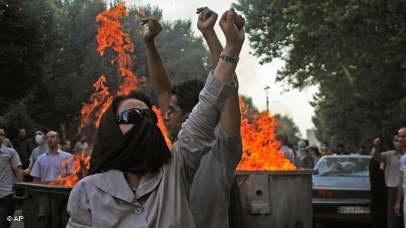 جانب من مظاهرات عام 2009 ضد ما يعتبره المحتجون تزويراً للانتخابات الرئاسية في إيران. أ ب