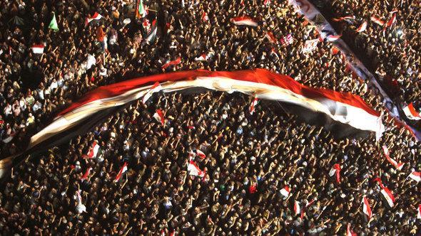 متظاهرون في ميدان التحرير، يونيو 2012 خلال الانتخابات الرئاسية. رويترز